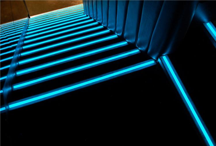 comment installer un ruban led dans un escalier. Black Bedroom Furniture Sets. Home Design Ideas